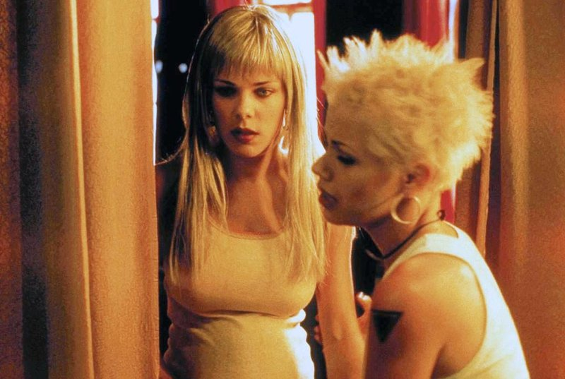 l-r: Rosie (Debi Mazar), Mona (Fairuza Balk) – Bild: Star TV - editorial use only