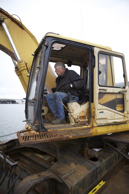 Steve Pomrenke in the excavator. – Bild: Discovery Communications
