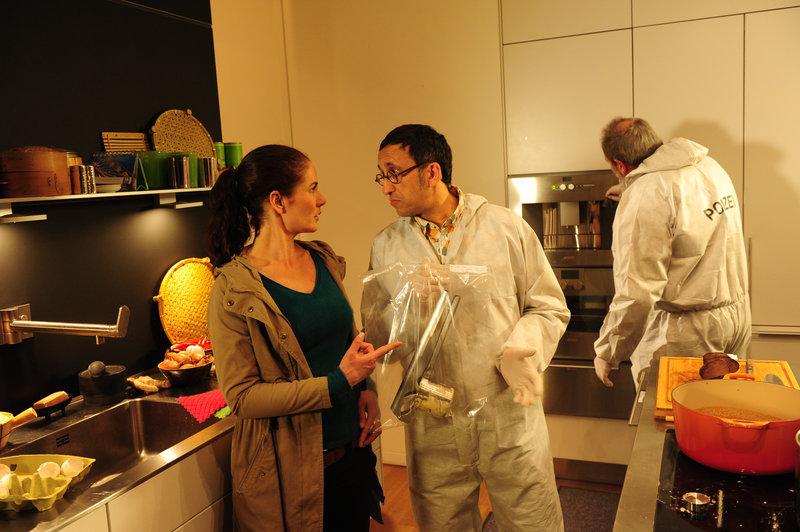 Selma Kirsch (Yve Burbach, l.) und Jan Arnaud (Mike Zaka Sommerfeldt, M.). – Bild: ZDF und Markus Fenchel