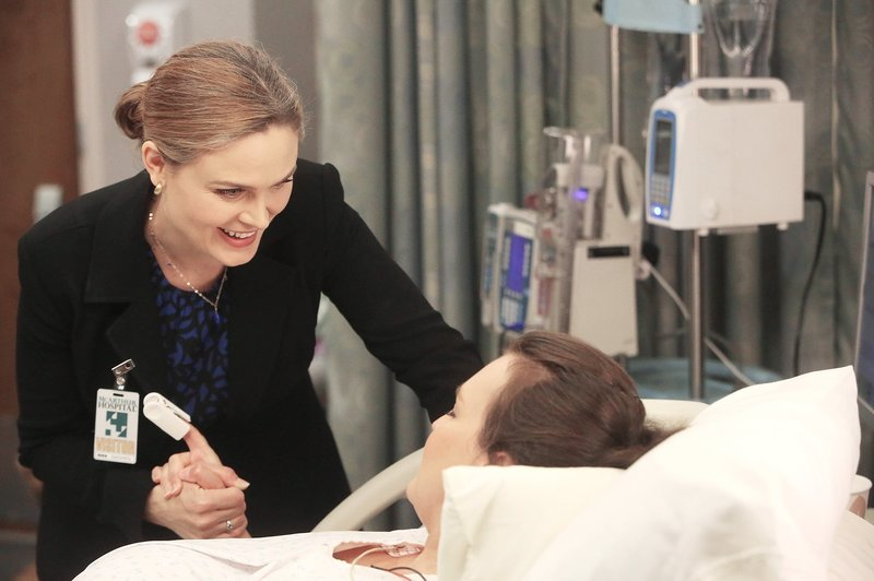 Brennan (Emily Deschanel) Daisy (guest star Carla Gallo) – Bild: M6