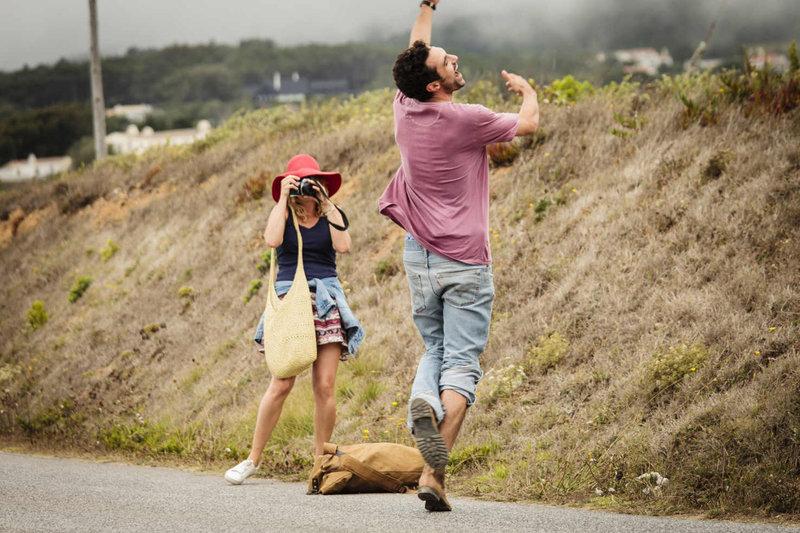 Als Eva (Felicitas Woll, l.) den Fotografen Luis (Renato Schuch, r.) im Portugalurlaub kennenlernt, ahnt sie sogleich, dass das der Mann ist, mit dem sie ihr ganzes Leben verbringen möchte. Zunächst läuft auch alles harmonisch, doch nach der Geburt des gemeinsamen Kindes verlieren sich die beiden im Alltagsstress ... – Bild: SAT.1 Eigenproduktionsbild frei