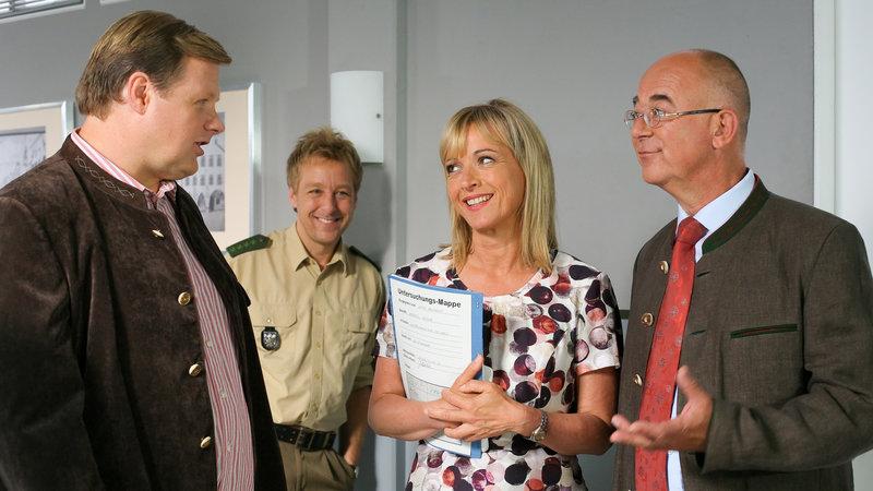 (v.li.): Kommissar Tobias Hartl (Michael A. Grimm), Polizist Michi Mohr (Max Müller), Kommissarin Verena Danner (Katharina Abt), Polizeidirektor Gert Achtziger (Alexander Duda). – Bild: ZDF