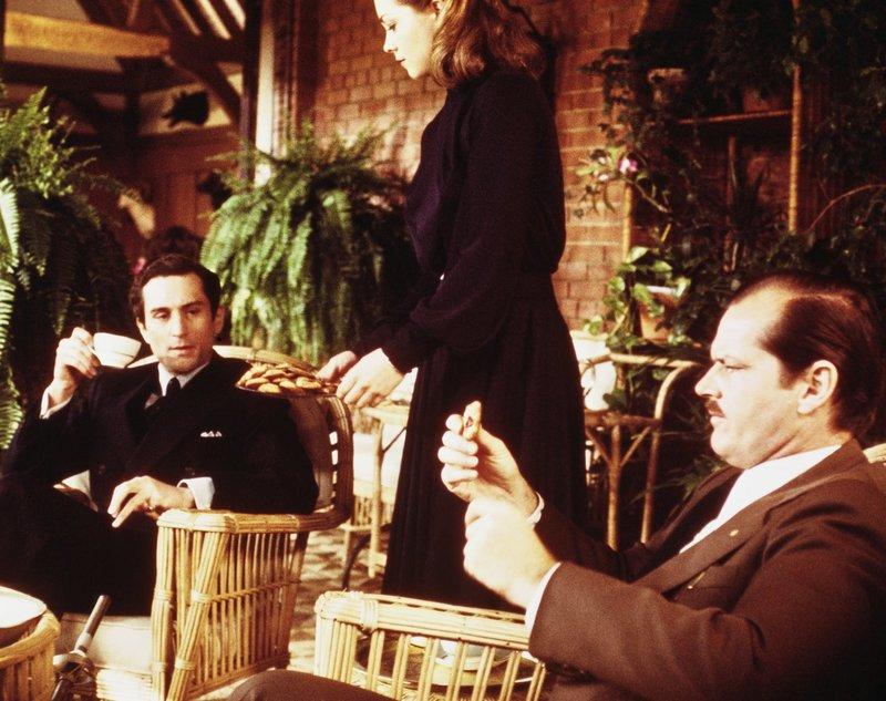 (v.l.n.r.) Monroe Stahr (Robert De Niro); Cecilia Brady (Theresa Russell); Brimmer (Jack Nicholson) – Bild: TM, ® & © 2018 by Paramount Pictures. All Rights Reserved. Lizenzbild frei