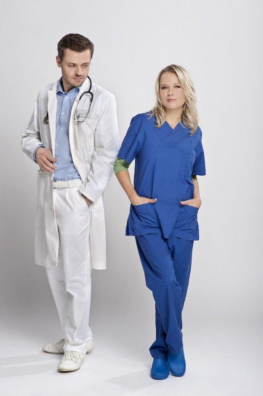 Dr. Dr. Markus Lindner (Sven Waasner) und Dr. Marie Egger (Nova Meierhenrich) – Bild: ZDF und Stephan Pick