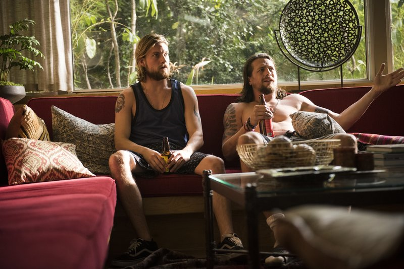 Deran Cody (Jake Weary, l), Craig Cody (Ben Robson, r) – Bild: Eddy Chen / TM & © Turner Entertainment Networks. A Time warner Company. All Rights Reserved