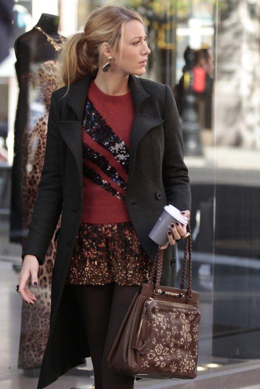 Während Lily einen Privatdetektiv engagiert, um Charlie zu finden, verhilft die Abwesenheit von Gossip Girl Serenas (Blake Lively) Blog zu großer Popularität ... – Bild: Warner Bros. Television Lizenzbild frei