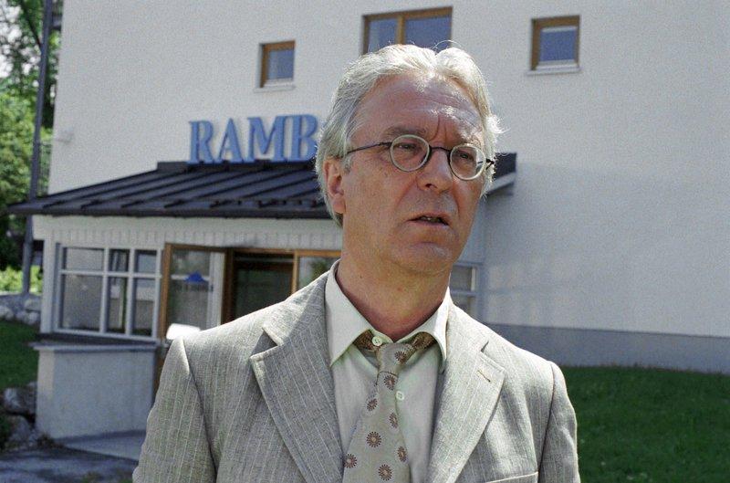 Für Toni Rambold (Gerd Anthoff) läuft es nicht so, wie er sich das erhofft hat ... – Bild: ORF2
