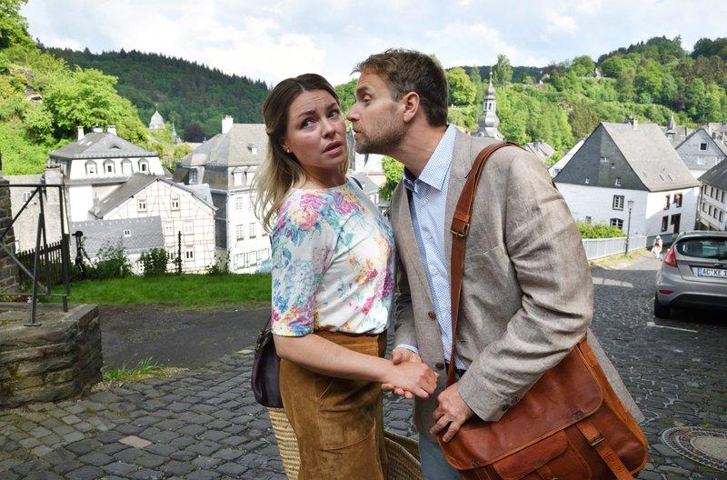 Danuta (Karolina Lodyga) weiß nicht, wie das mit Leon (Janek Rieke) gutgehen soll. – Bild: ARD Degeto/Hardy Spitz