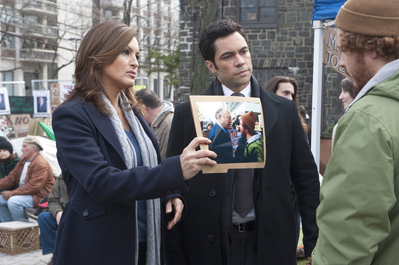 "-- ""Official Story"" Episode 1312 -- Pictured: (l-r) Mariska Hargitay as Det – Bild: Universal Channel"