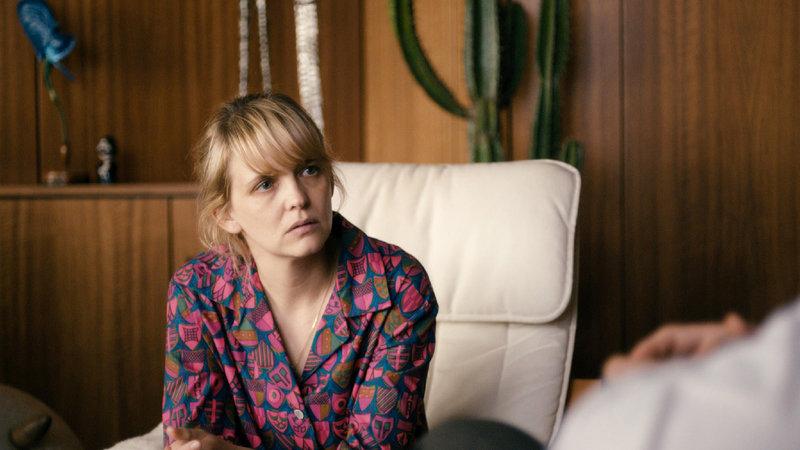 Hedi (Laura Tonke) sucht Hilfe bei einem Psychotherapeuten. – Bild: ZDF und Nikolai von Graevenitz
