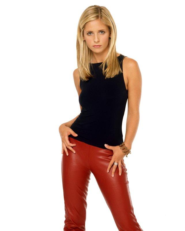 Buffy lässt die Puppen tanzen (Staffel 1, Folge 9) – Bild: sixx