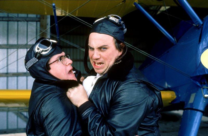 L-R: Officer Sweetchuck (Tim Kazurinsky), Officer Zed (Bobcat Goldthwait ) – Bild: TNT Comedy (DE)