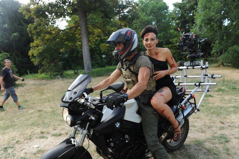 Behind the scenes with Alin Sumarwata as LCpl. Gracie Novin – Bild: FOX