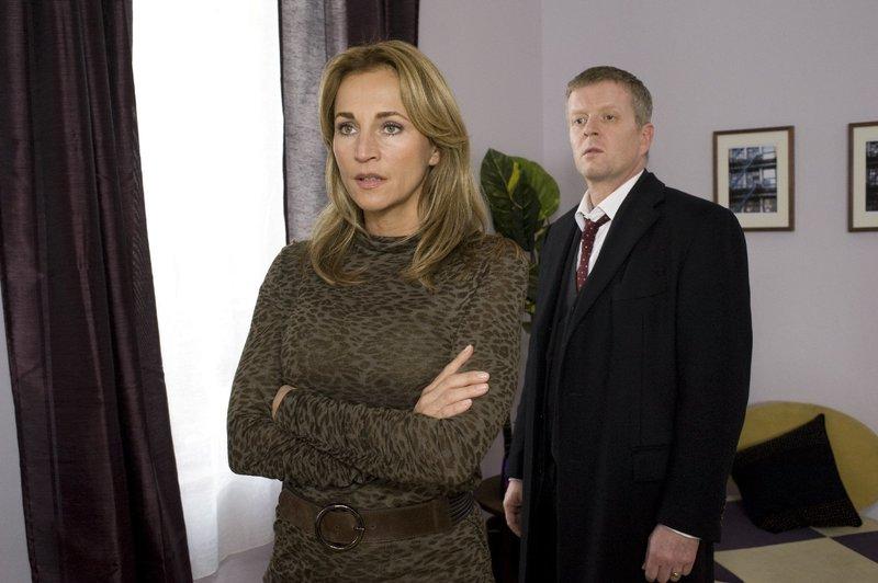Dr. Shirley Wilson (Caroline Beil) und ihr Ehemann Dr. Roland Bernheimer (Michael Schiller) wollen sich trennen. – Bild: ZDF und Marco Meenen