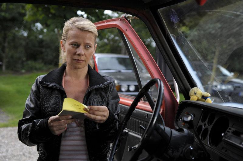 Lauras (Jacqueline Svilarov) Herz schlägt noch immer leise für Sven. – Bild: ZDF und Christine Schröder