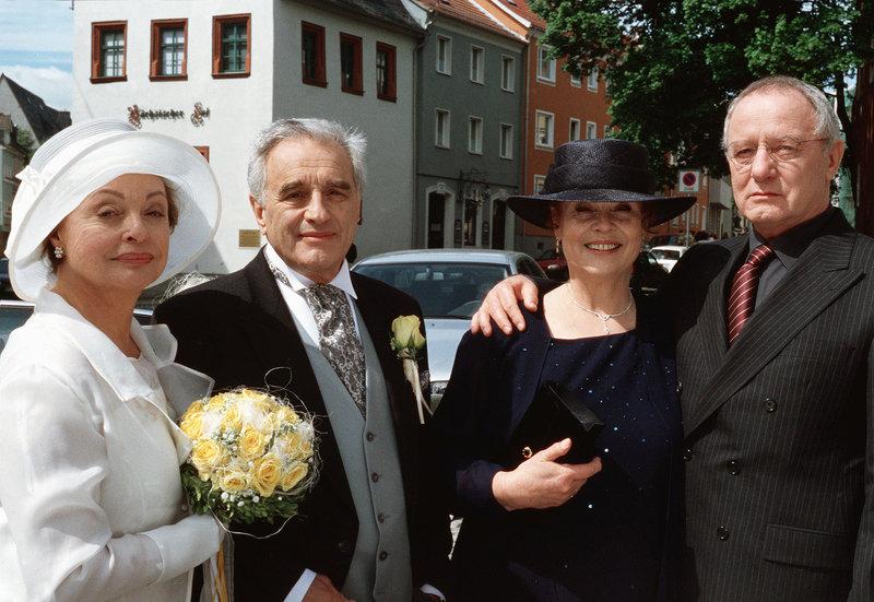 (von links nach rechts) Hanne (Nadja Tiller), Georg (Michael Degen), Barbara (Ursula Karusseit) und Edzard (Jürgen Hentsch). – Bild: SWR/Degeto/Sandor Domonkos