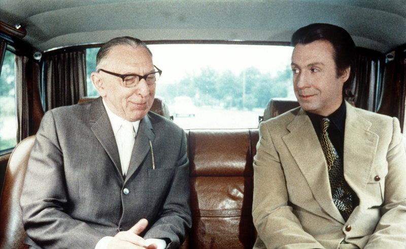 Bauunternehmer Kannenberg (Theo Lingen, links) und Studienrat Peter Markus (Peter Alexander). – Bild: STAR TV