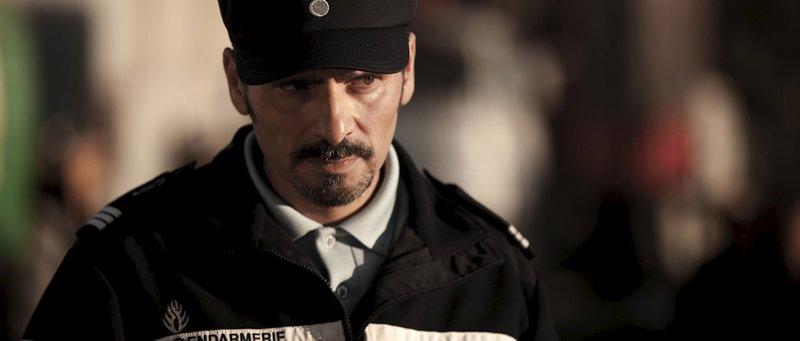 Kommissar Bertrand Barthélémy (Pascal Elbé) ist sich nicht sicher, ob Valéry Monnereau wirklich entführt wurde. – Bild: ZDF und Roger Do Minh
