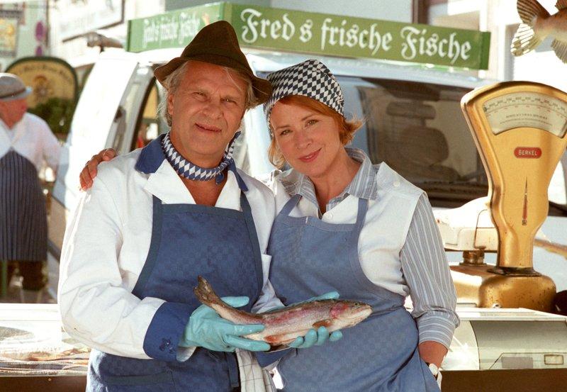 Ein glückliches Paar? Die Eheleute Fred (Peter Sattmann) und Henrike Sattler (Bettina Kupfer). – Bild: NDR/Degeto/Marco O. Pichler