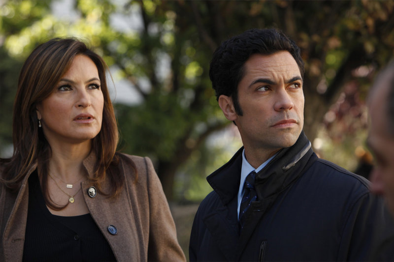 "-- ""Lost Traveler"" Episode 1309 -- Pictured: (l-r) Mariska Hargitay as Det – Bild: Universal Channel"