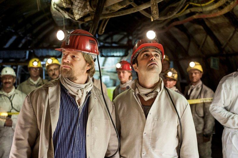 """On left: Andreas Kringge (Maximilian Grill) and on right Michael """"Mick"""" Brisgau (Henning Baum) – Bild: Martin Rottenkolber / Die Verwendung ist nur bei redak / Pro Sieben SAT.1 / © SAT.1"""