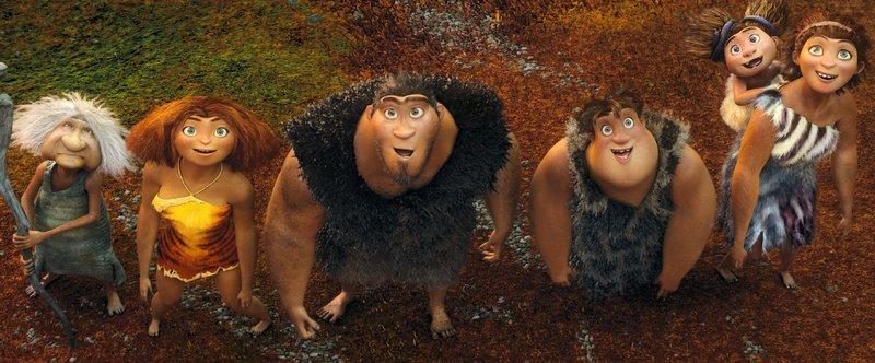 Als die Höhle der Croods durch ein Erdbeben zum Einsturz gebracht wird, müssen (v.l.) Oma, Eep, Grug, Thunk und Ugga mit Sandy sich in die unbekannte Wildnis begeben, um ein neues Zuhause zu finden. – Bild: VOX / © 2015 DreamWorks An