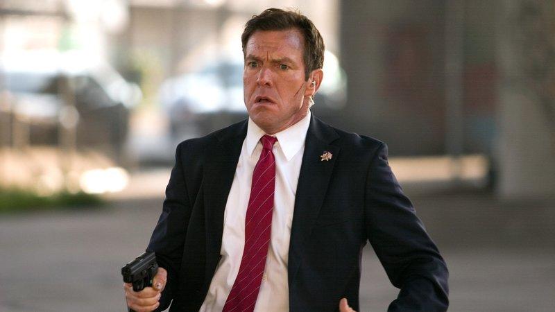 Der Secret Service-Agent Barnes (Dennis Quaid) versucht, die Wahrheit hinter dem Anschlag zu erkennen. – Bild: RTL Zwei