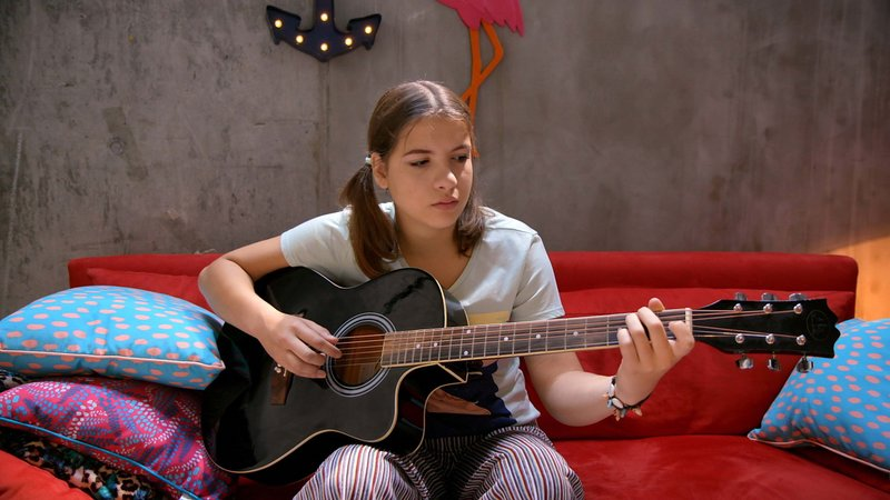 Emily (Nevena Schöneberg) – Bild: Nickelodeon