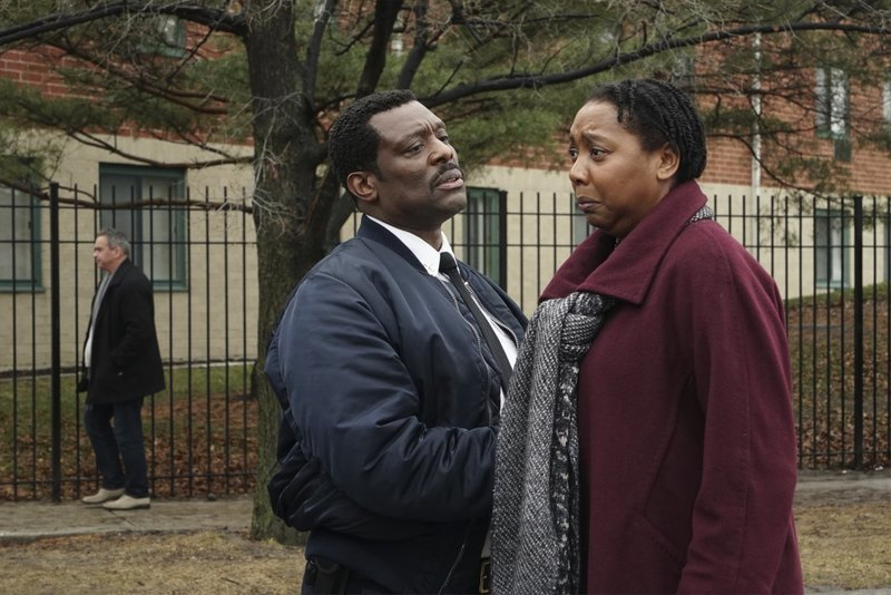 """-- """"Telling Her Goodbye"""" Episode 515 -- Pictured: (l-r) Eamonn Walker as Wallace Boden, Demetria Thomas as Danika -- (Photo by: Elizabeth Morris/NBC) – Bild: Universal TV"""