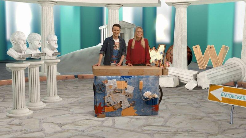 Marc und Vanessa treten in die Fußstapfen der alten Griechen und bauen die Wasserpumpe eines berühmten Mathematikers nach. – Bild: Super RTL
