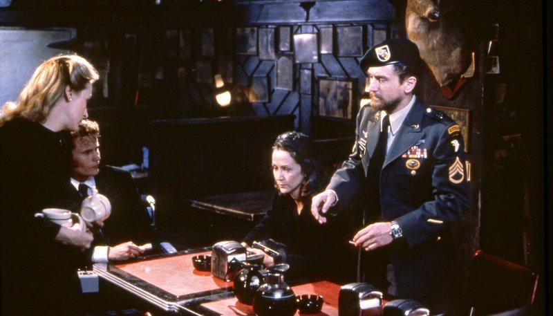 Michael (Robert De Niro, re.), Linda (Meryl Streep, li.) und Steven (John Savage, 2.v.li.) – Bild: rbb/Degeto/Studiocanal