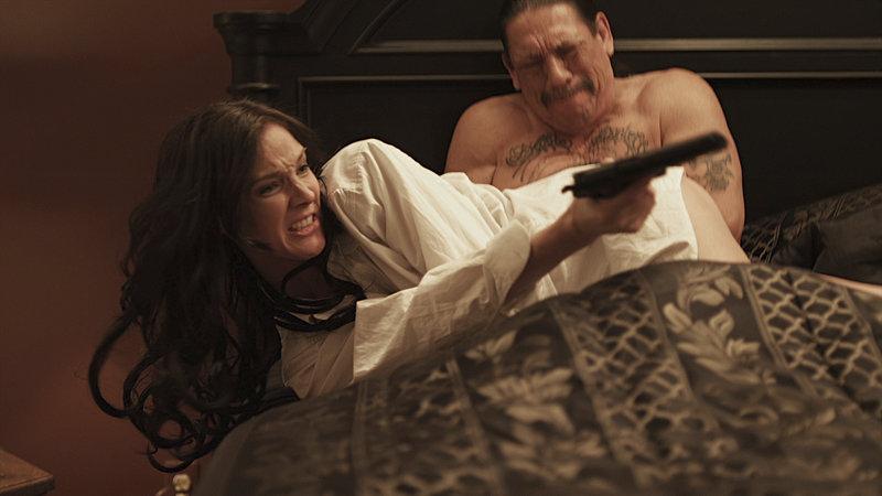 Carlos (Danny Trejo) und Priscilla (Debra Harrison-Lowe). – Bild: Tiberius