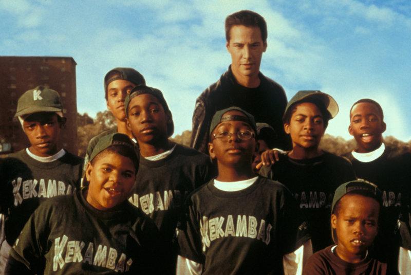 Lustlos absolviert Conor (Keanu Reeves, M.) ein Trainingscamp mit einem Dutzend dreckiger, zehnjähriger Kids aus dem Ghetto von Chicago. Unglücklicherweise hat er aber keine Wahl ... – Bild: Paramount Pictures Lizenzbild frei