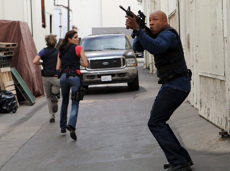 Black Widow -- After a mysterious hit squad takes out a Special Agent on assignment, LAPD Liaison Marty Deeks ( Eric Christian Olsen), Special Agent Kensi Blye (Daniela Ruah) and Special Agent Sam Hanna (LL COOL J) jumps into action before the next target is set, on NCIS: LOS ANGELES, Tuesday, Sept. 21 at a special time (10:00-11:00 PM, ET/PT) on the CBS Television Network. Photo: Sonja Flemming/CBS © CBS Broadcasting, Inc. All Rights Reserved. – Bild: SONJA FLEMMING / © CBS Broadcasting, Inc. All Rights Reserved