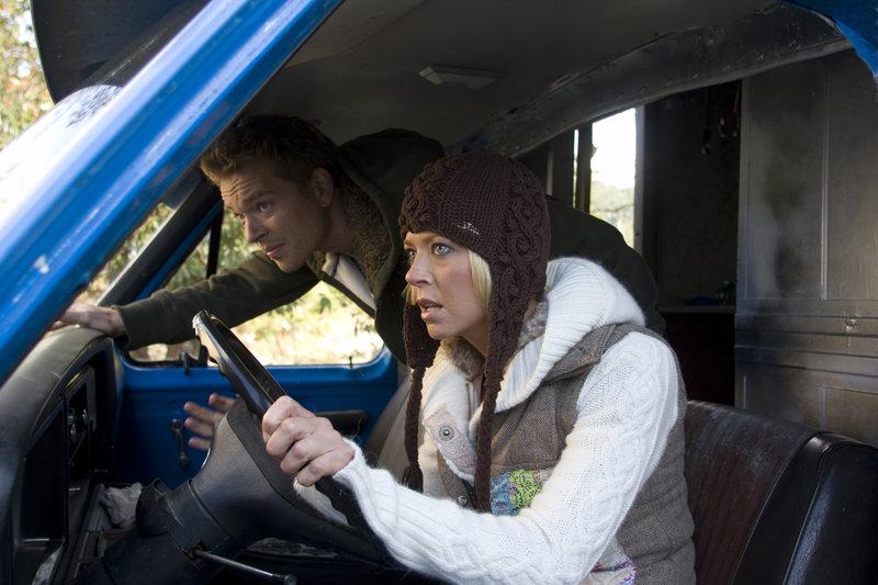 Cal (Jonathan Scarfe) und Nicky (Tara Reid). – Bild: TMG