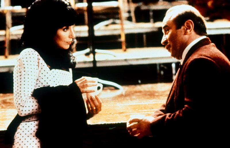 Cher (Mrs. Flax), Bob Hoskins (Lou Landsky). – Bild: ORF