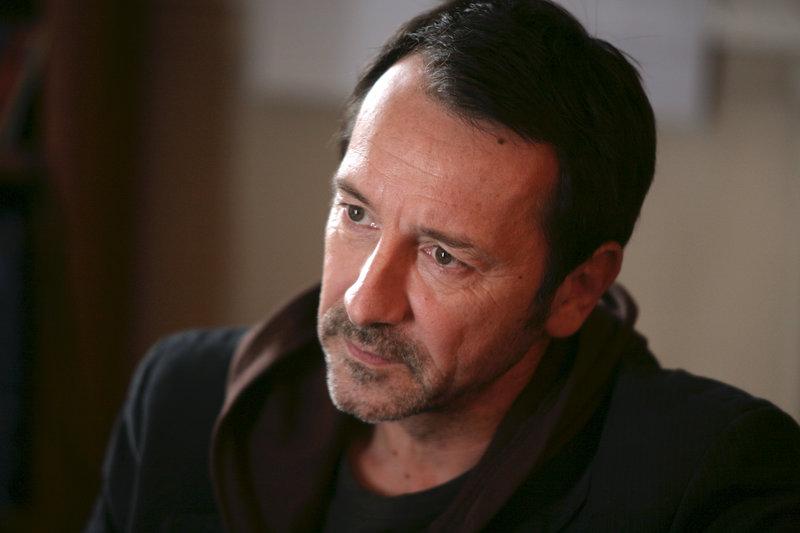 Kommissar Adamsberg (Jean-Hugues Anglade). – Bild: ZDF und Gilles Scarella