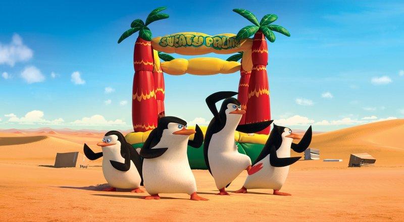 Für die mutigen Pinguine Private (l.), Skipper (2.v.l.), Kowalski (2.v.r.) und Rico (r.) ist die große Chance gekommen, sich als Geheimagenten zu beweisen. Denn der fiese Dr. Octavius Brine will allen Pinguinen großen Schaden zufügen. Können die vier ihn aufhalten? – Bild: 2014 DreamWorks Animation, L.L.C. All rights reserved. Lizenzbild frei