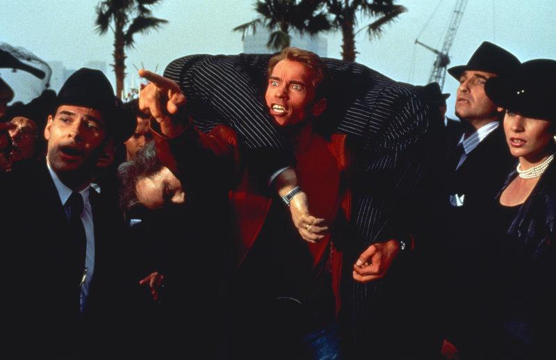 In der Mitte: Jack Slater (Arnold Schwarzenegger) – Bild: ZDF