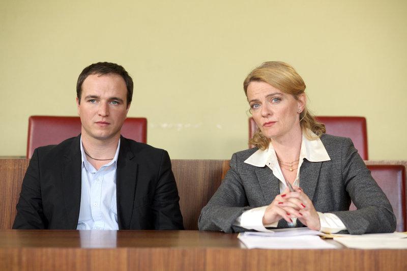 Achim Schelhas (Paul Stickler), Alexandra Maria Timmel (Dr. Pfleger). – Bild: ORF
