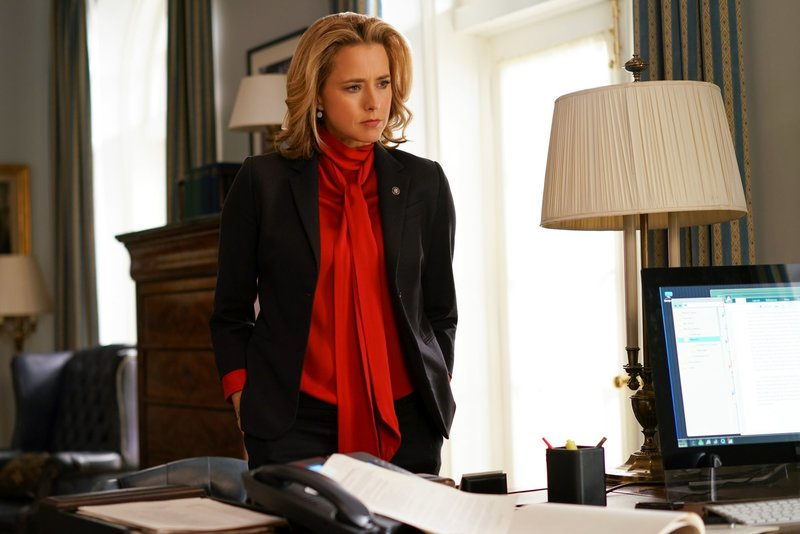 """Vartius""-- When Elizabeth receives shocking news about an important political operative, she navigates a tricky political situation with President Dalton, who she learns may be considering replacing her as Secretary of State. Also, Stevie and Jareth (Christopher O\'Shea) get engaged, on the second season finale of MADAM SECRETARY, Sunday, May 8 (8:00--9:00 PM, ET/PT) on the CBS Television Network. Pictured: TÃ?©a Leoni as Elizabeth McCord Photo: Sarah Shatz/CBS Ã?©2016 CBS Broadcasting, Inc. All Rights Reserved – Bild: Sarah Shatz / Die Verwendung ist nur bei redak / CBS ENTERTAINMENT / © CBS Broadcasting Inc."