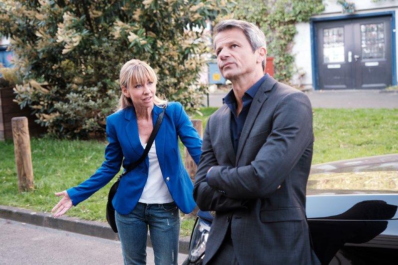 Ute (Isabell Hertel) kann nicht glauben, dass Benedikt (Jens Hajek) Till aus Eifersucht den Kredit nicht gewähren will. Die Verwendung des sendungsbezogenen Materials ist nur mit dem Hinweis und Verlinkung auf TVNOW gestattet. – Bild: TVNOW