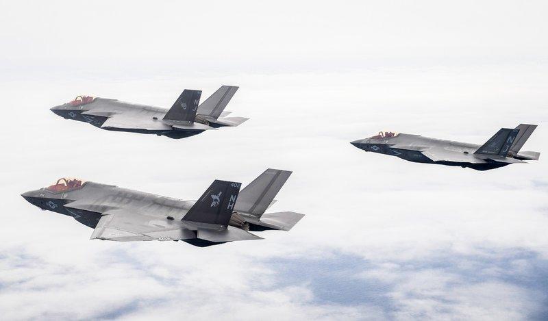 Die Doku porträtiert den technisch einmaligen Jet und blickt auf die neuartigen Möglichkeiten im Kampf, die seine Hightech-Ausrüstung bietet. – Bild: TVNOW / TwoFour
