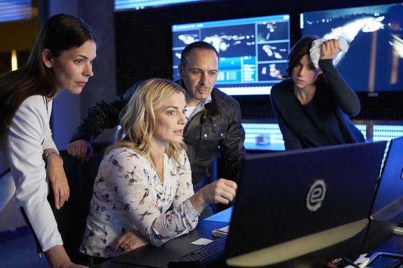 V.l.: Kim Krüger (Katja Woywood), Susanne König (Daniela Wutte), Semir (Erdogan Atalay), Jenny (Katrin Heß) – Bild: RTL