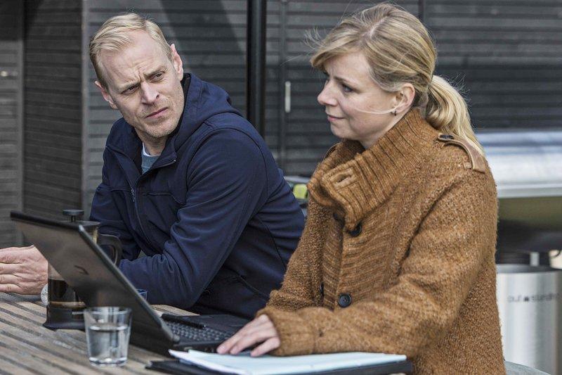 Frederik Gr?nnegaard (Carsten Bj?rnlund), Solveig Riis Gr?nnegaard (Lene Maria Christensen) – Bild: RTL Passion