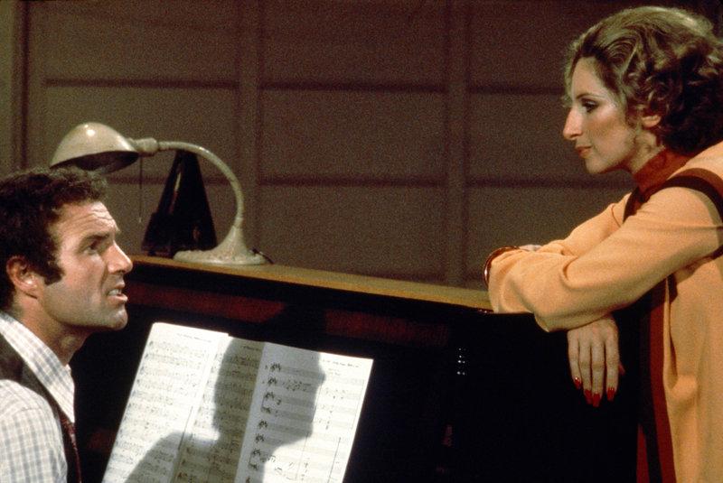 Der Komponist Billy Rose (James Caan, l.) will Fanny Brice (Barbra Streisand, r.) nicht nur für seine erste Show ... – Bild: Sony Pictures Television. All Rights Reserved. Lizenzbild frei