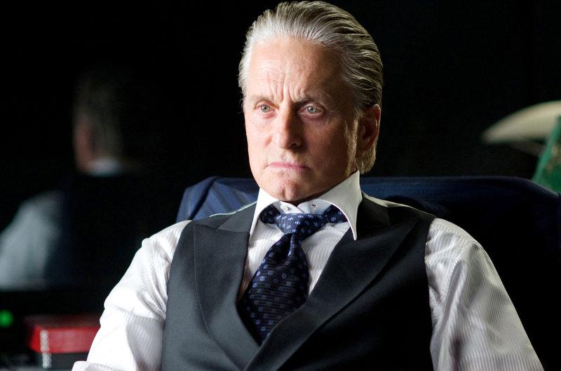 Das Spiel kann erneut beginnen: Gordon Gekko (Michael Douglas) ist auch nach 23 Jahren Knast immer noch ein Meister der Manipulation ... – Bild: Servus TV