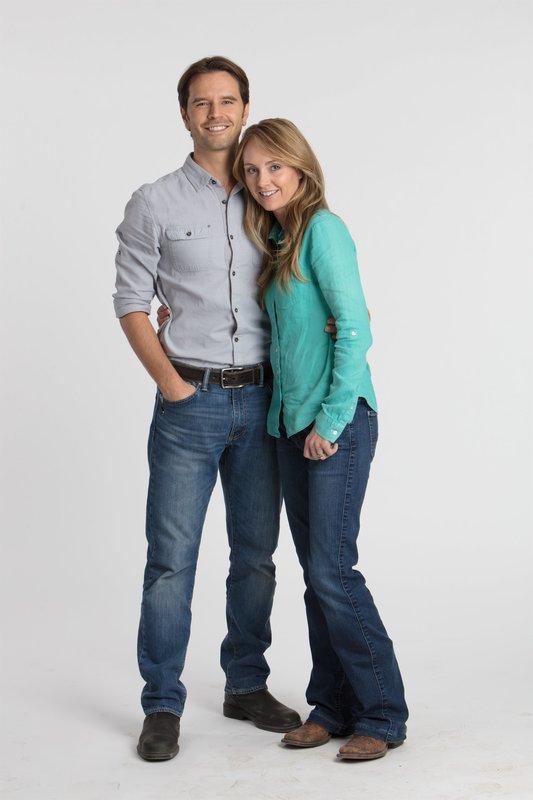 L-R: Ty Borden (Graham Wardle), Amy Fleming (Amber Marshall) – Bild: Rescued Horse Season 12 Inc.