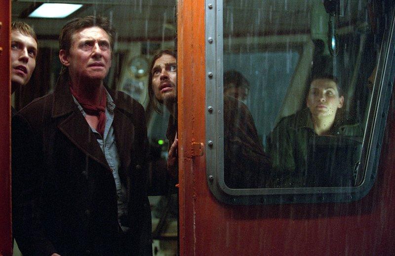 v.l.n.r.: Ferriman (Desmond Harrington), Captain Murphy (Gabriel Byrne), Munder (Karl Urban) und Epps (Jullianna Margulies). – Bild: ProSiebenSat.1 Media SE
