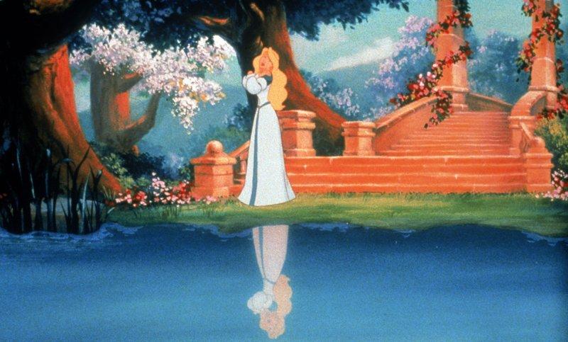 Prinzessin Odette lebt glücklich in ihrem schönen Schloss. Wäre da nicht der böse Zauberer Clavius. – Bild: Disney Channel